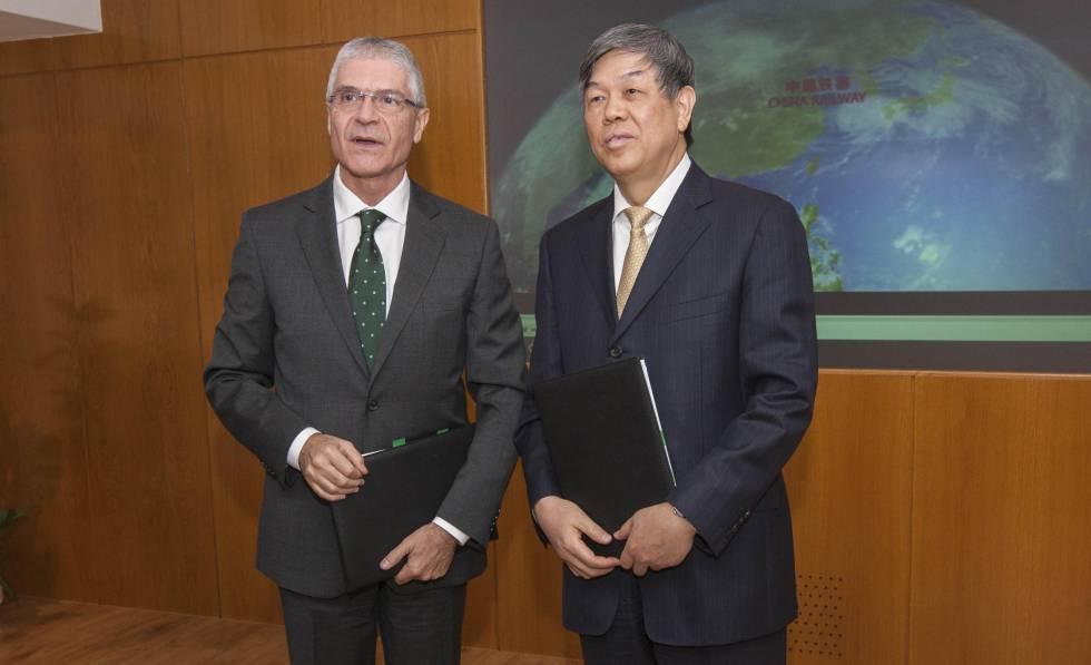 Los presidentes de Renfe y China Railway, Isaías Táboas y Lu Dongfu.