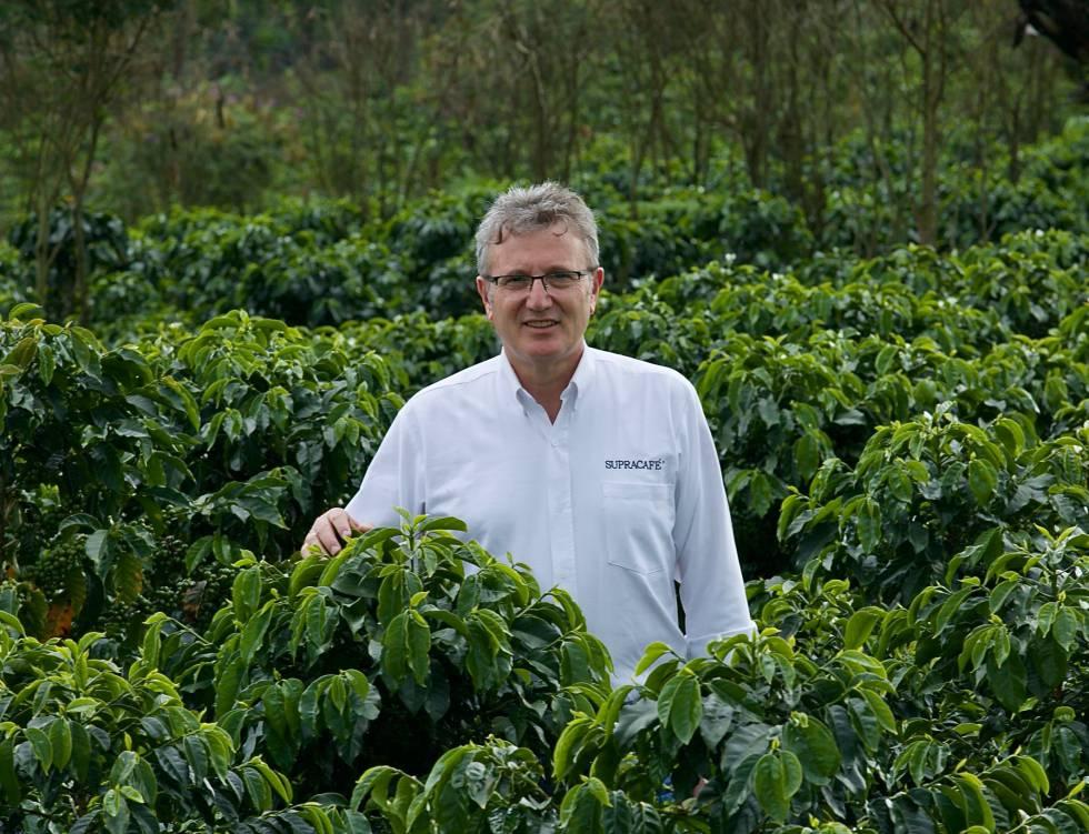 Ricardo Oteros en una plantación.