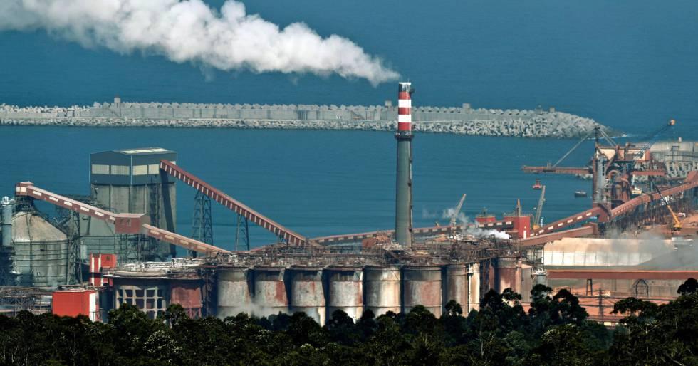 Vista de las instalaciones de la fábrica de aluminio de la empresa Alcoa en San Cibrao, Lugo. EFEEliseo Trigo