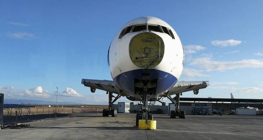 Una aeronave, en proceso de desmantelamiento.