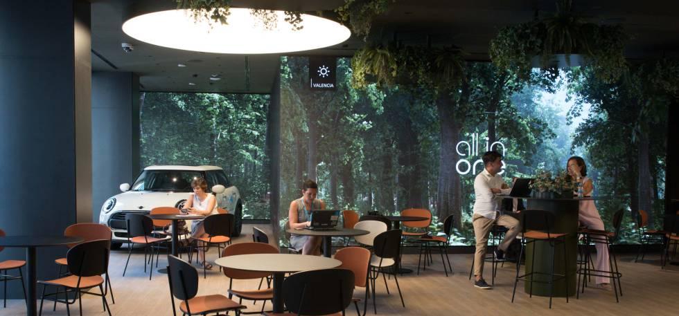 La nueva oficina de CaixaBank en Valencia, es la más grande de España, con 2.200 metros cuadrados