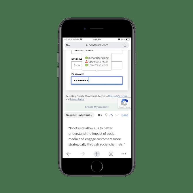 Hootsuite fournit aux utilisateurs des informations en temps réel sur les erreurs de formulaire. Lorsqu'un utilisateur crée un mot de passe, une note apparaît qui lui indique ce qu'il manque, comme