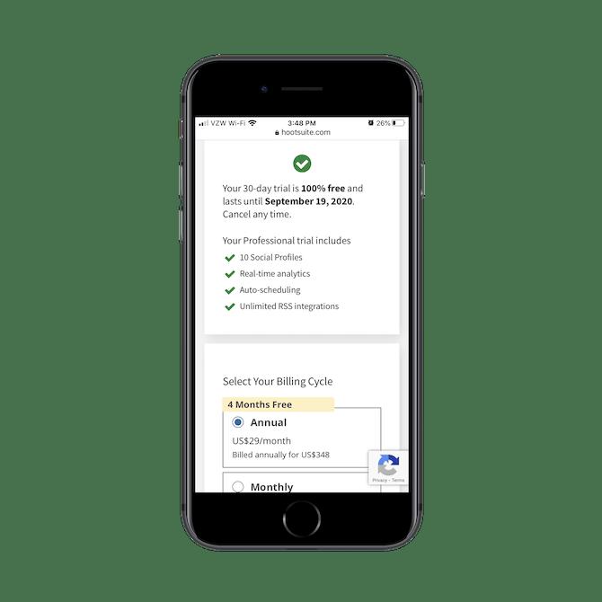 Hootsuite fournit aux utilisateurs un résumé de leur essai gratuit en haut de la page de facturation lors du paiement.