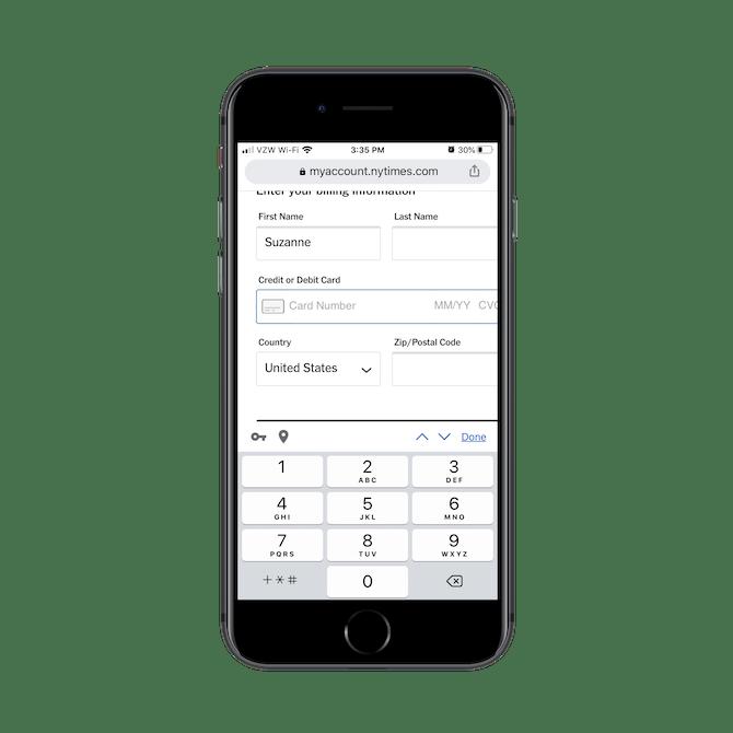 Lorsque les abonnés du New York Times atteignent un champ comme «Carte de crédit ou de débit» dans le formulaire de paiement, le champ ouvre le pavé numérique.