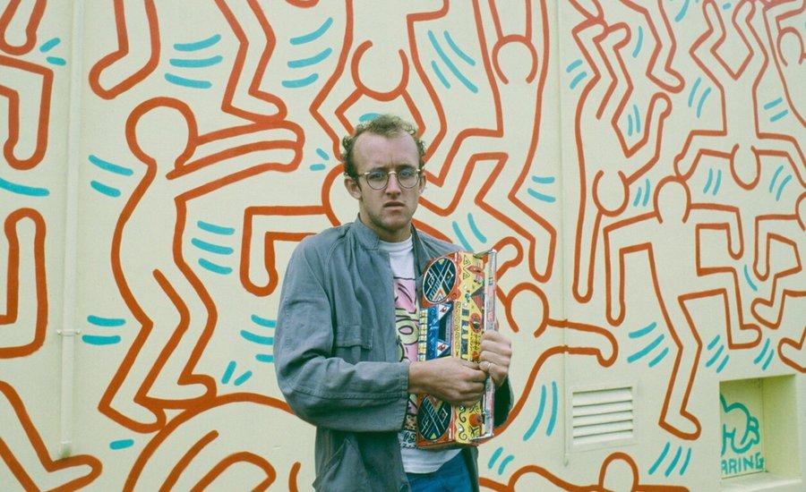 Se non hai tempo per verniciare o tappezzare, con i nostri adesivi decorativi puoi rinnovare una stanza in pochi minuti. Have You Seen All 5 Of Keith Haring S Murals In Nyc Art For Sale Artspace