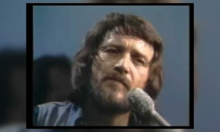 Waylon Jennings Waiting On Down The Line