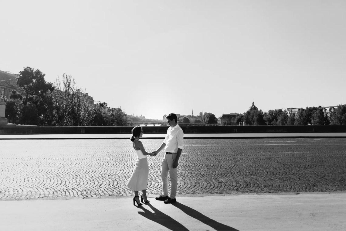 Couple black and white Paris Seine