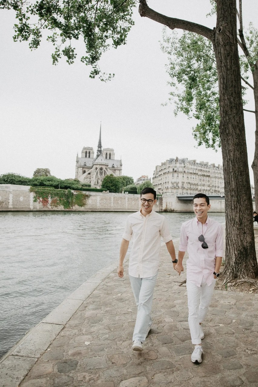 notre dame church Away We Wow - gay same sex couple photography paris - travel blogger quai de seine river