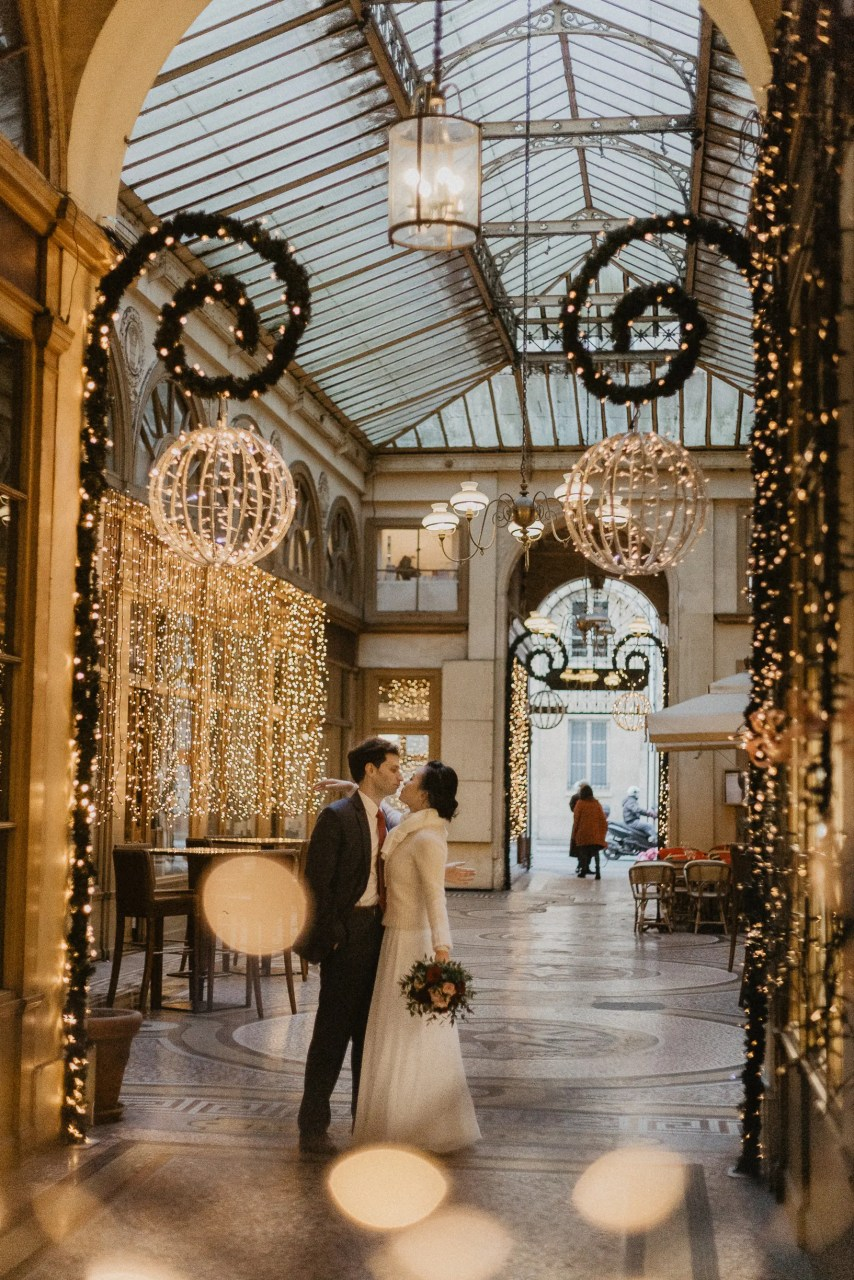 Dancing couple Winter wedding Paris photography galeries vivienne