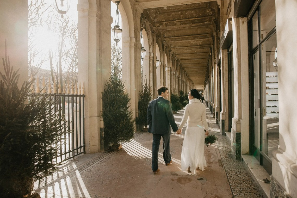 Winter couple shoot paris photographer palais royal