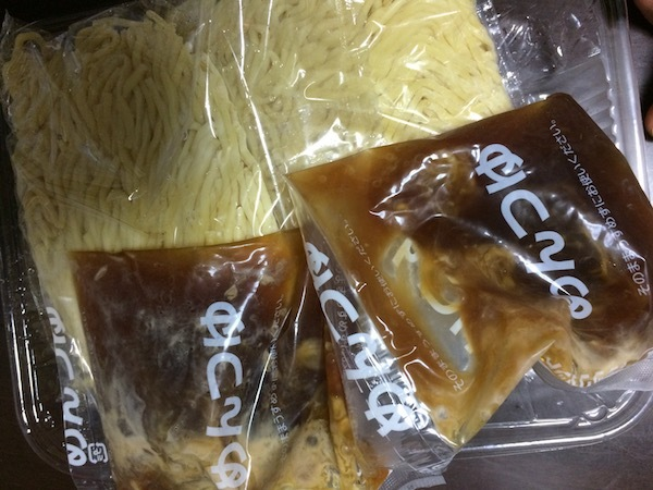 シマダヤ「もみ打ち」ざる麺 豚骨魚介つゆ 25周年限定