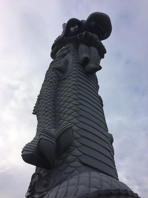 波の上ビーチの龍の像