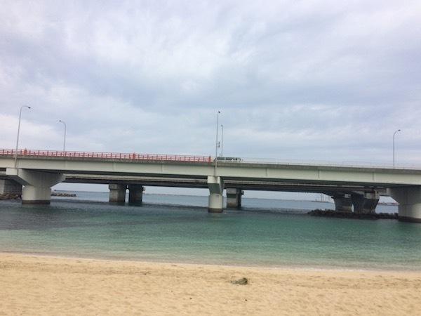 沖縄の那覇で徒歩アクセス可能な海の波の上ビーチ(砂浜)はおすすめ