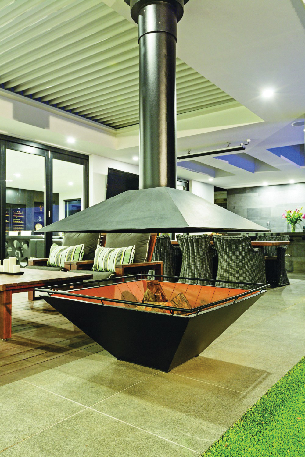 Easy does it: seamlessly connected outdoor living ... on Complete Outdoor Living id=37438