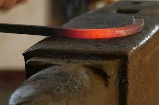 در من رواجِ پیشهی آهنگران پر است.