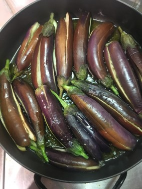 Fry the aubergines.