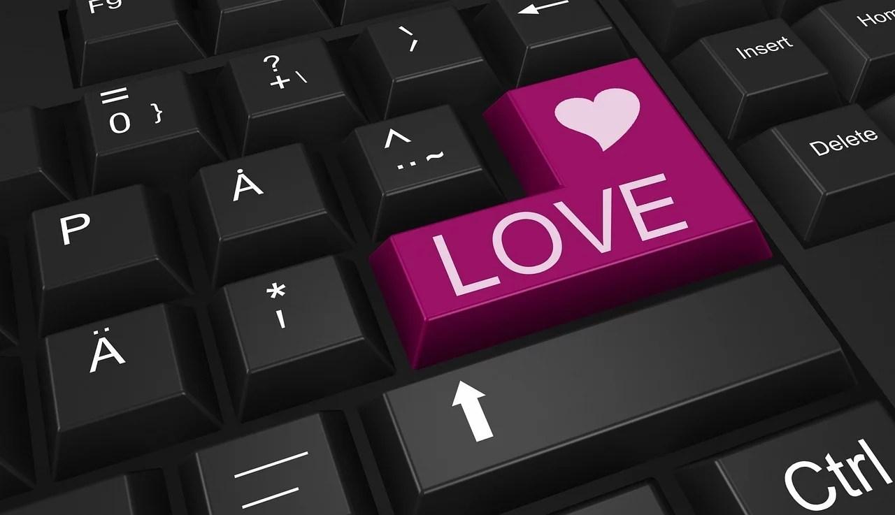 Tinder, amour et speed dating à l'heure du confinement