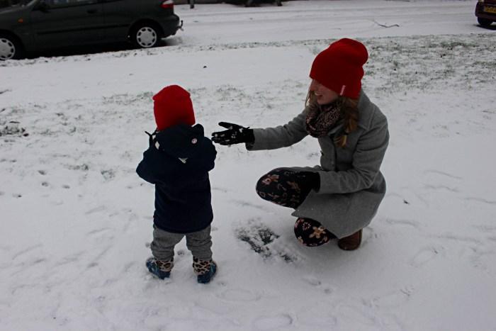 Sneeuwpret met kind
