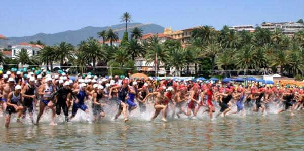 La partenza (ph. credits Sanremo Olympic Triathlon)