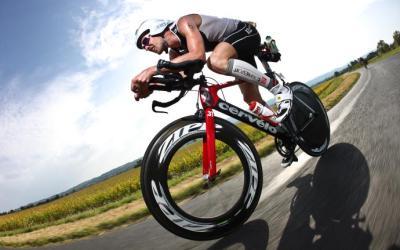 La posizione in bici con prolunghe aerodinamiche