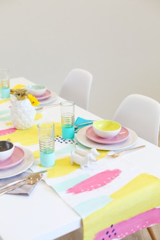 http-_lovelyindeed-com_diy-abstract-painted-table-runner_