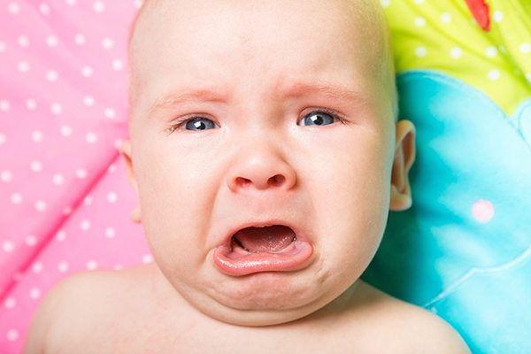crying-baby-kids-harbor Развитие ребенка: развитие самосознания детей, независимость и отделение.