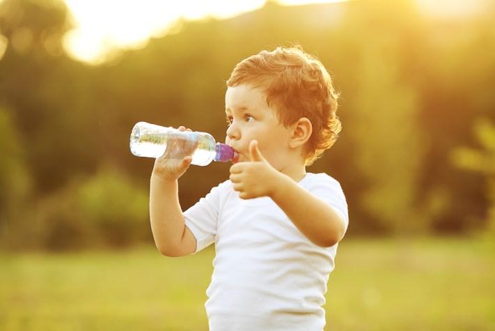 water4-300x200 Сколько воды нужно пить в день ребенку?