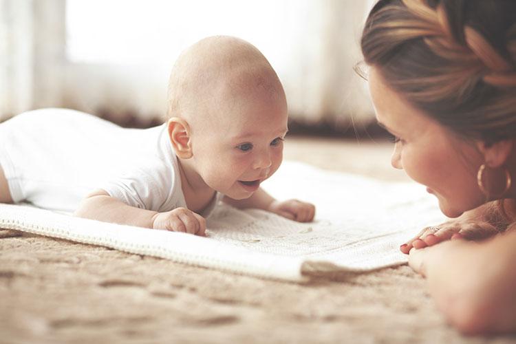 Tummy-Time Время на животике для младенца: Как сделать это время комфортным для ребенка.