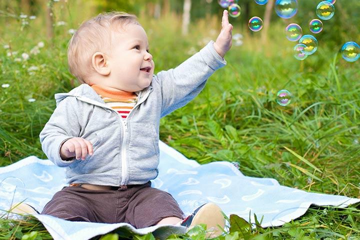 Fun-with-the-bubbles 15 развлечений для 6 месячных малышей.