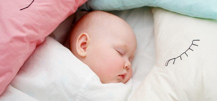 С какого возраста можно спать на подушке и с одеялом