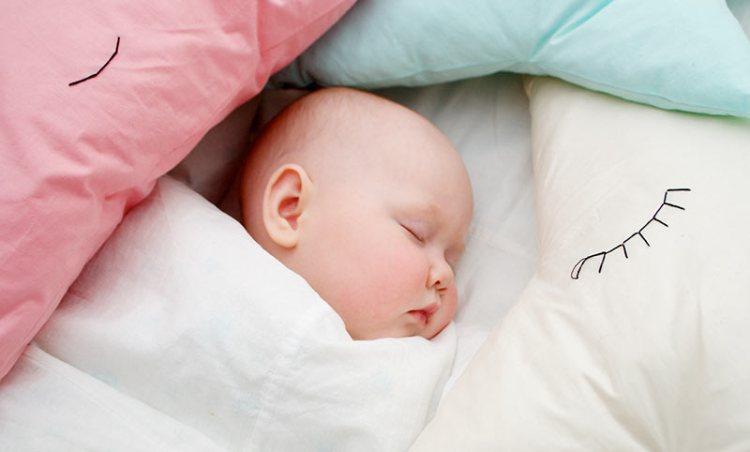 pillows С какого возраста можно спать на подушке и с одеялом