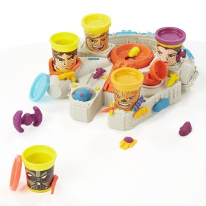Play-Doh Millennium Falcon featuring Star Wars Can Heads