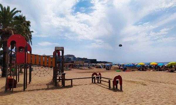 La platja de Llevant, a Salou.   Josep M. Llauradó