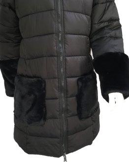 IDO abrigo negro acolchado detalle