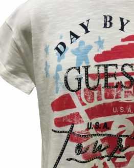 Detalle GUESS camiseta blanca Day