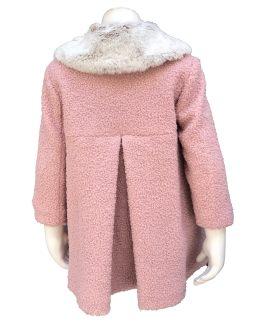 Marta y Paula abrigo rosa cuello de pelo espalda