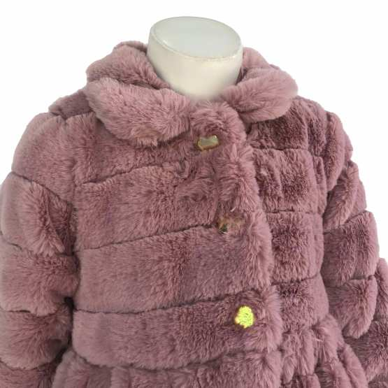 Detalle Marta y Paula abrigo vuelo rosa mutón
