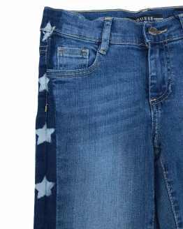 detalle Guess pantalón tejano con estrellas