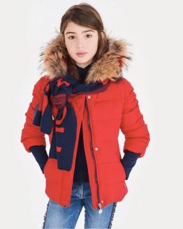 catálogo Elsy abrigo rojo con capucha de pelo de colores
