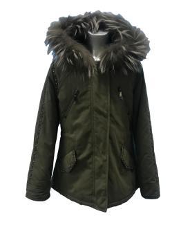 Elsy abrigo verde tachuelas y capucha de pelo