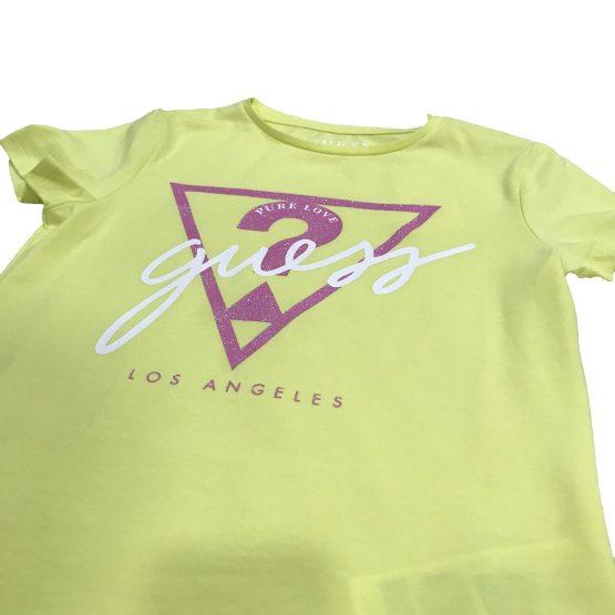 Detalle Guess camiseta chica logo triángulo