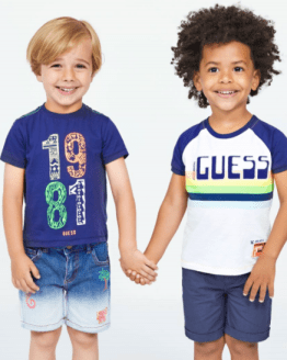 Catálogo Guess Kids camiseta 1981 marino