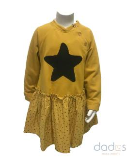 José Varón vestido estrella mostaza