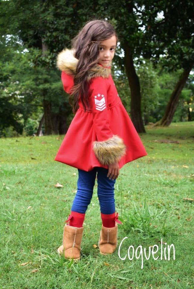 Catálogo Coquelin abrigo rojo pelo capucha y puños