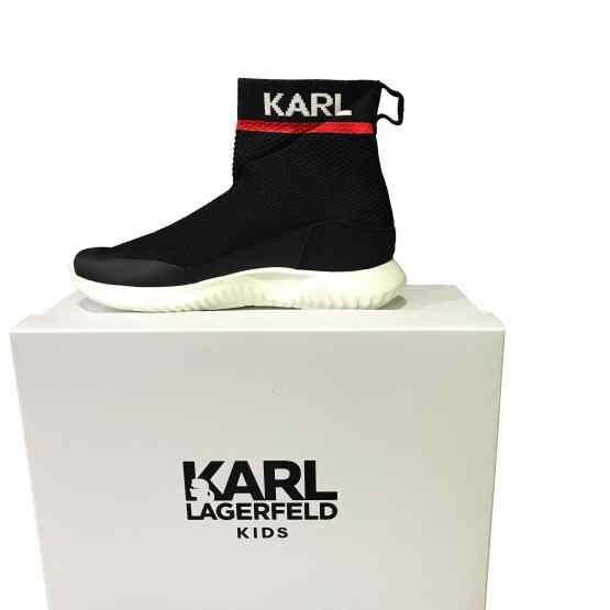 Karl Lagerfeld bota chica negra letras