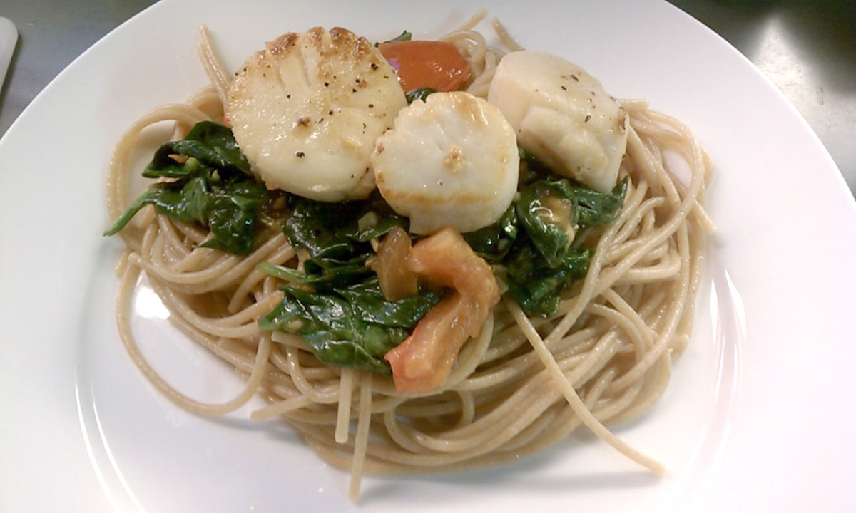 Scallops with Spinach and Tomato (and bacon) over Pasta