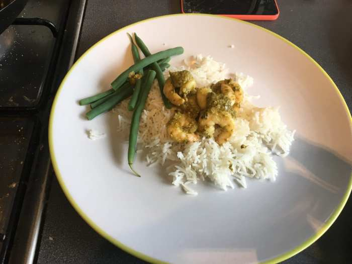 Pesto prawns on rice with green beans