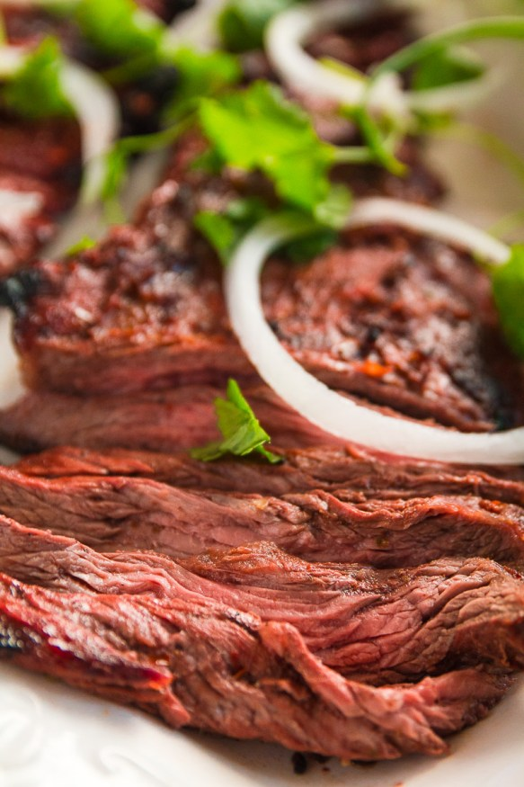 This carne asada beer marinade recipe uses a light beer and fresh citrus ingredients, with some heat and smokiness using cayenne jalapeno and smoked paprika.