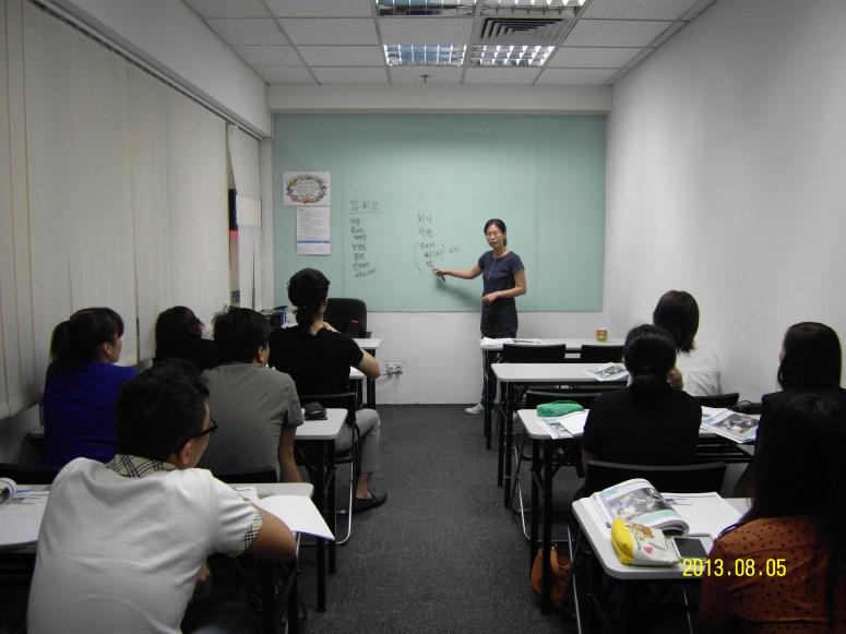 Teacher Ms HJ Kim and her students Learn Easy Korean at Daehan Korean Language Centre