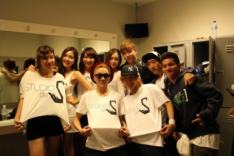 Dancers with Ms Heewon Cho Korean Dancers and Singer Mr Jay Song with Main MC Kwak Kyunghoon